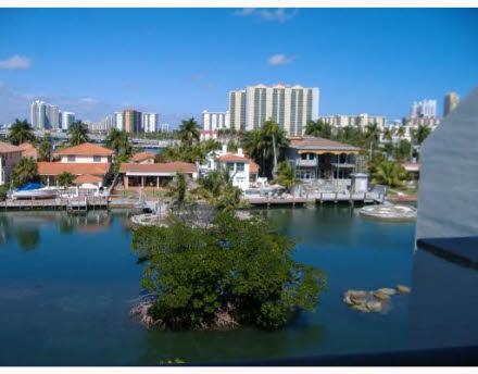 Sunny Isles Beach • Poinciana Island Drive • Townhouses Sunny ...
